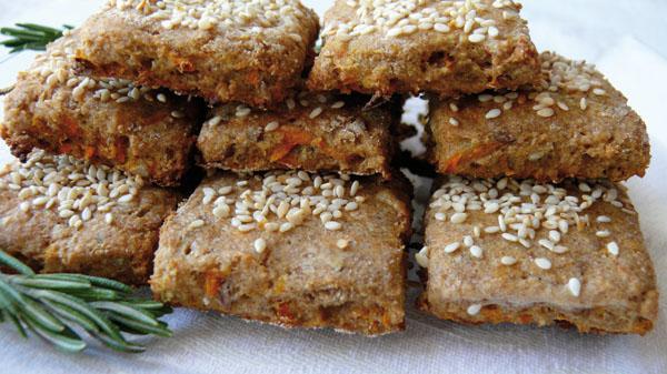 Ръжени бисквити  с моркови и розмарин