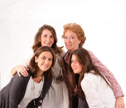 WOMEN_FAMILIA