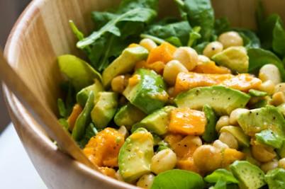 Весенний овощной суп с соусом песто
