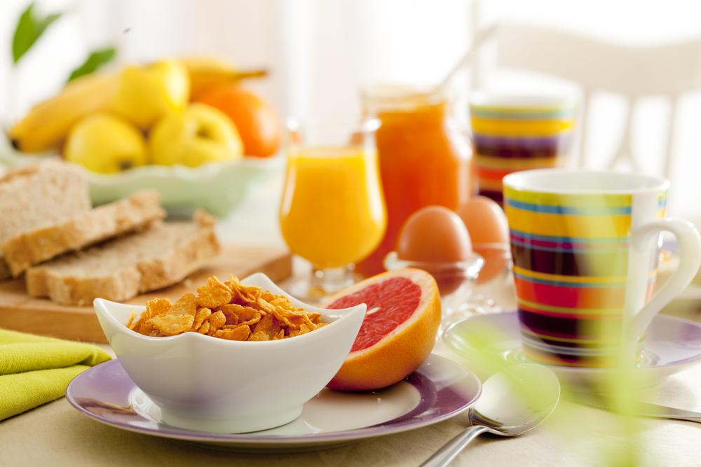 breakfast table_47100928