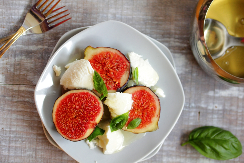fresh_figs_stuffed_with_cheese