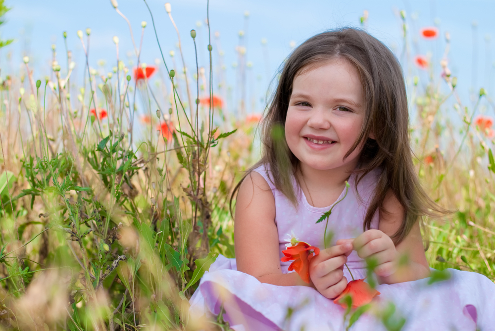girl ina the field_57170140