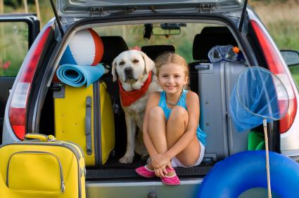 girl_car_luggage_dog