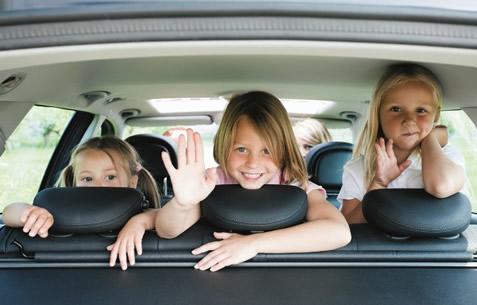 kids_back_window