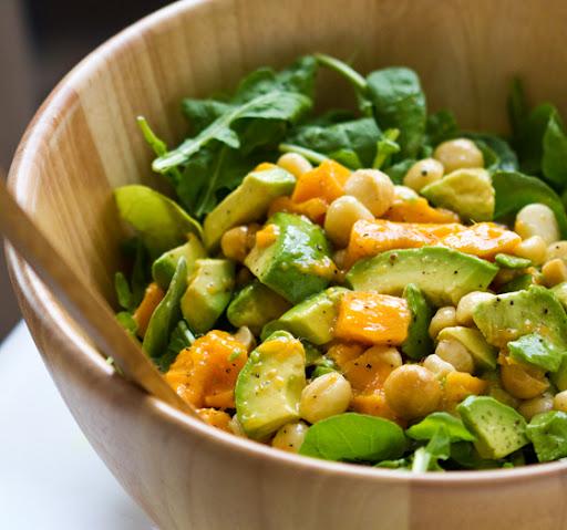 Свежий салат из макадамии