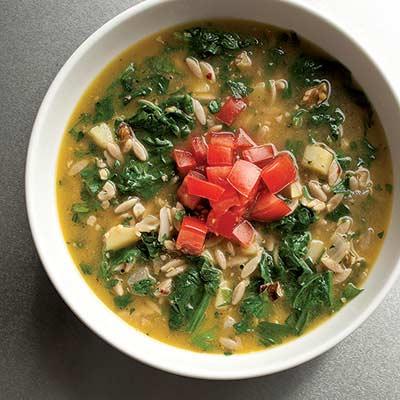 magdanozena supa s orzo i orehi