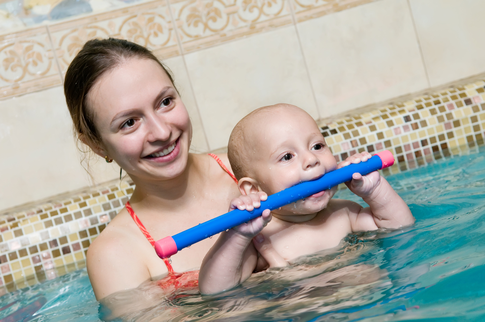 mom%20and%20baby%20swimming_57701947
