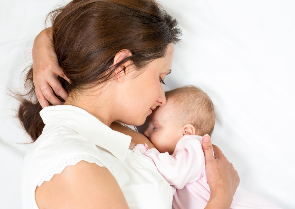 mom_baby_breastfeed_white