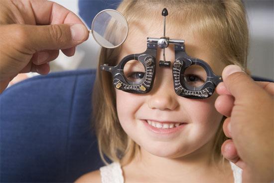 momiche-pregled-oftalmolog1