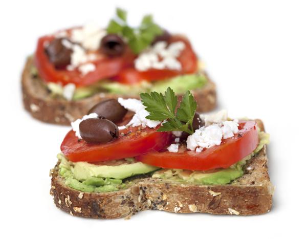 рецепта, сандвич, крема сирене, авокадо, маслини, пълнозърнест хляб