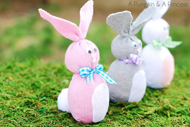Пасхальный кролик из носка