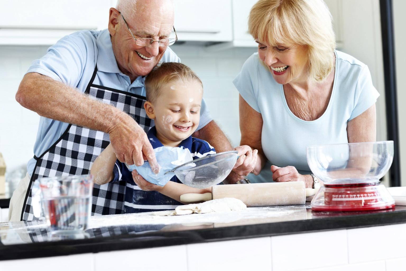 3 октомври: Отбелязваме деня на баба и дядо