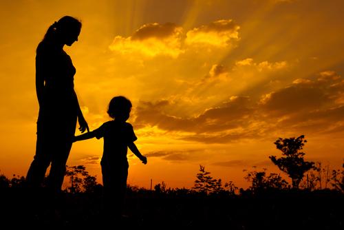 Далеч от нас децата ни растат…