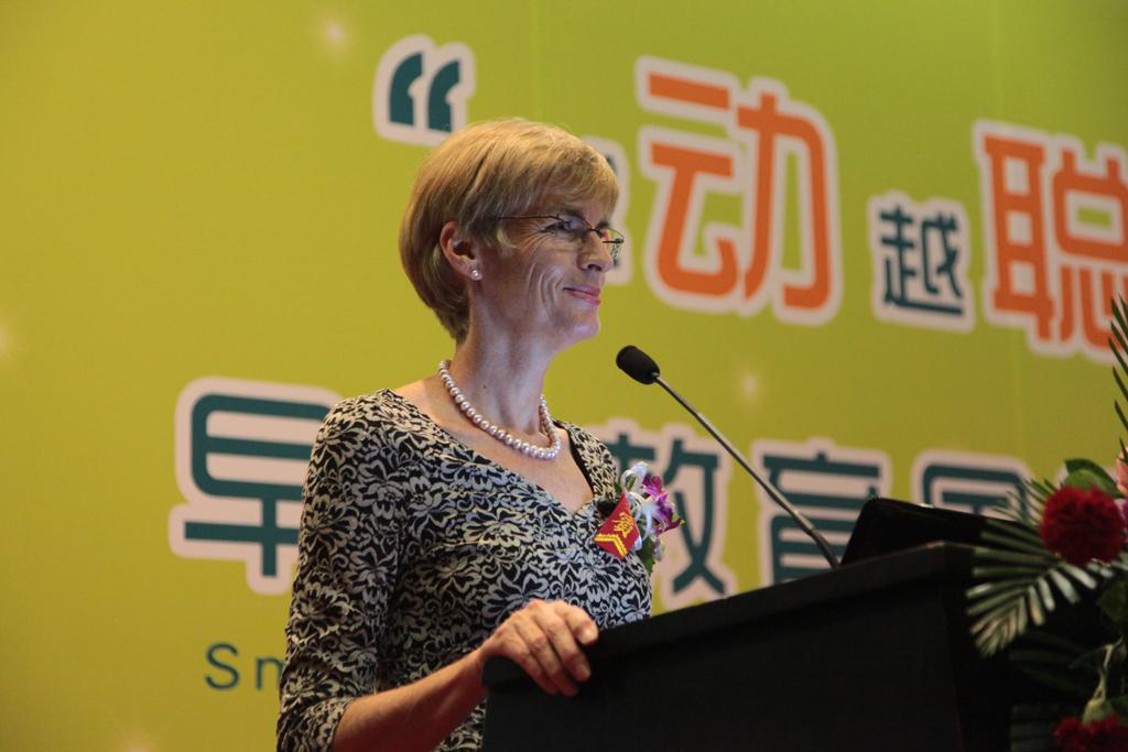Д-р Джейн Уилямс за изграждането на емоционални, социални и академични умения чрез програмата KindyROO