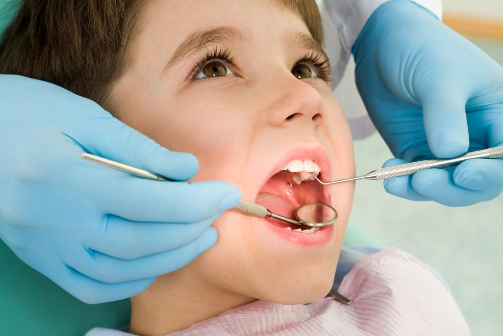 Първи стъпки за здрави зъбки: Как да се грижите за зъбите на децата с хронични заболявания