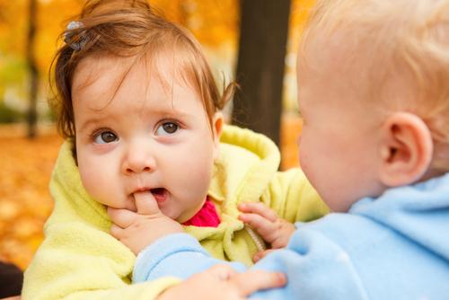 Как да се държим с детето, което удря и хапе