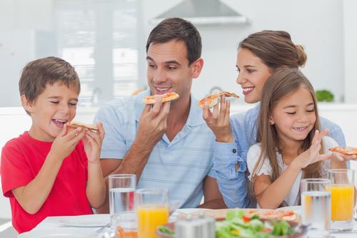 Ако детето отказва да се храни на масата с вас