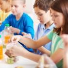 Родители ще пишат оценки за храната на училищните столове