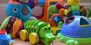 Деца подаряват играчките си благотворително