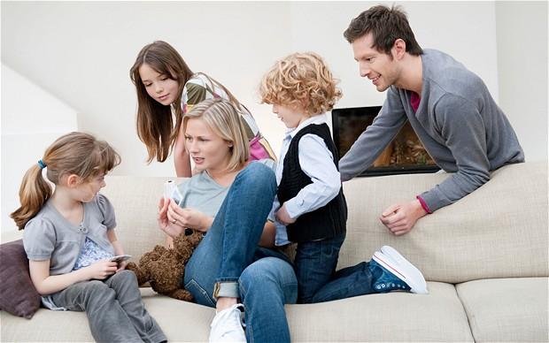 """За предизвикателствата в семейството след появата на децата, за либералното възпитание и """"модерните"""" наказания"""