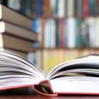 Кампания дарява енциклопедии на деца от домове