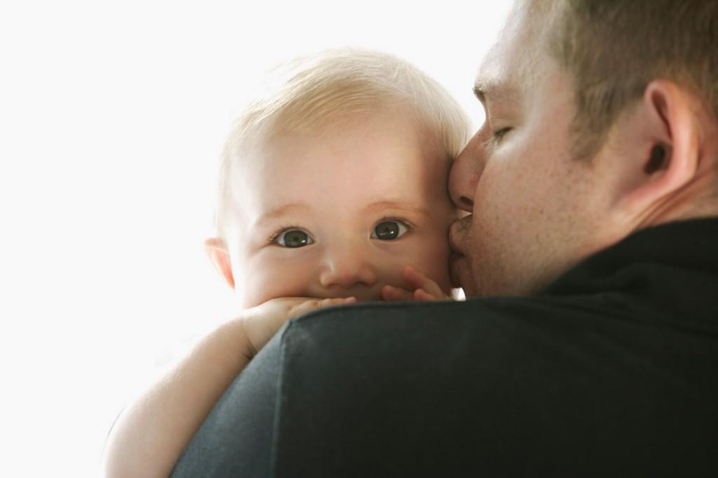 Татковците също могат да обичат нежно