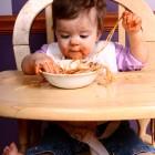 Да научим бебето да се храни самостоятелно без прибори
