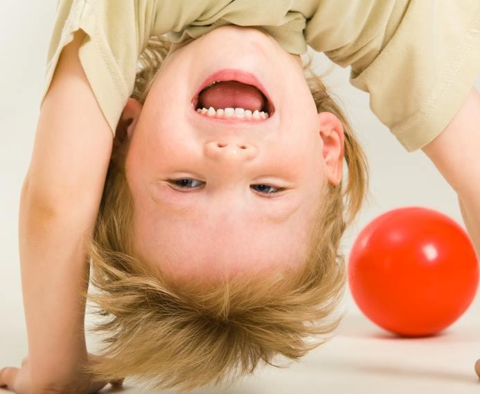 Как да възпитаме чувство за хумор у детето