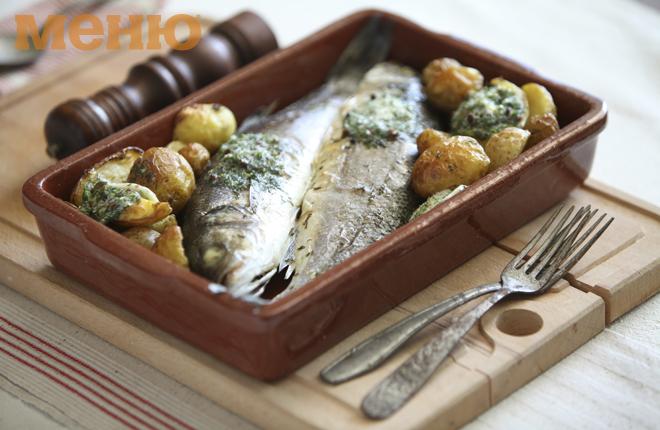 Печена риба с копърово масло и пресни картофи