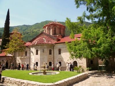 7 манастира за кръщене