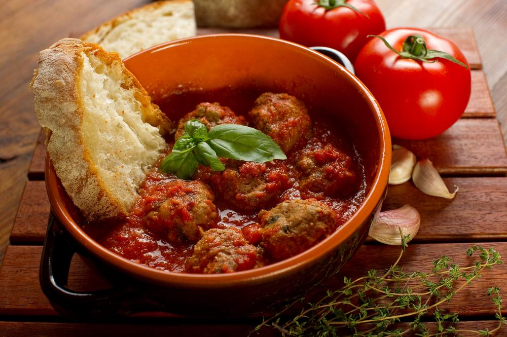Агнешки кюфтенца с доматен сос