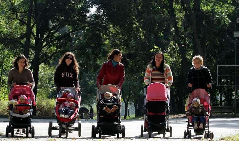 От 1 юли границата за достъп до семейни помощи за деца е 400 лева