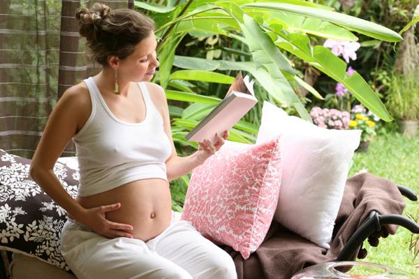 rp_pregnant-woman-book.jpg