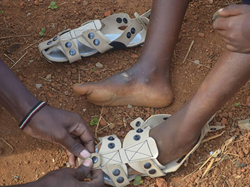 The Shoe That Grows или иначе казано,умните обувките, които растат заедно с децата