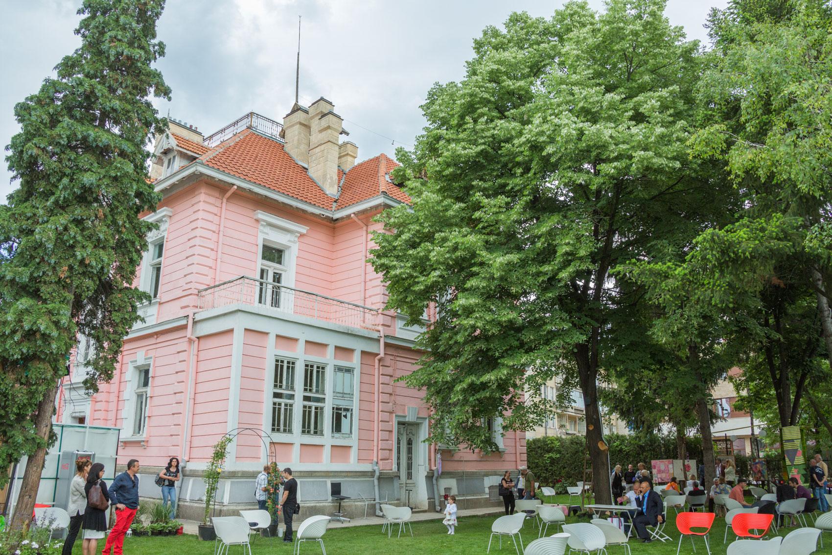 Шипковата къща, врата към славата на един род и историята на българското розово масло
