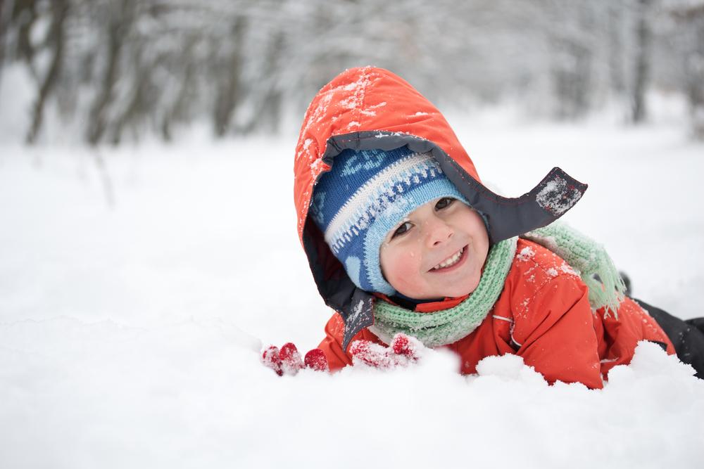 Изненадайте с шапка, шал, ръкавици и топли чорапки дете в нужда