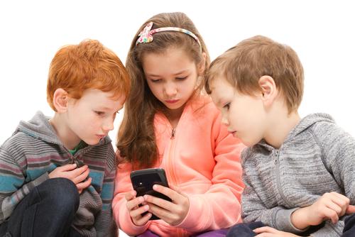 Дали и кога да купим на детето смартфон?