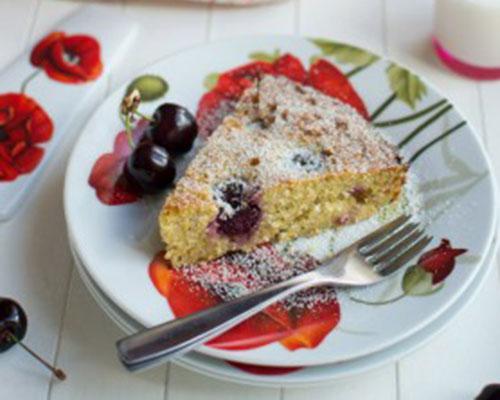Миндальный торт с вишней