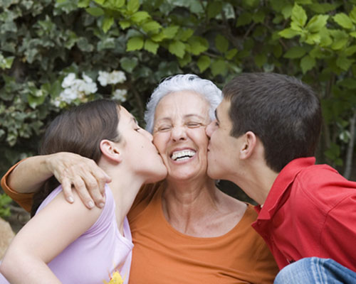 """Баби в шест села чакат """"внучета под наем"""""""
