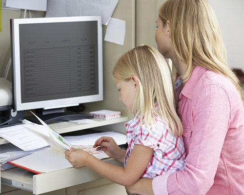 Ползите за дъщерите на работещите майки