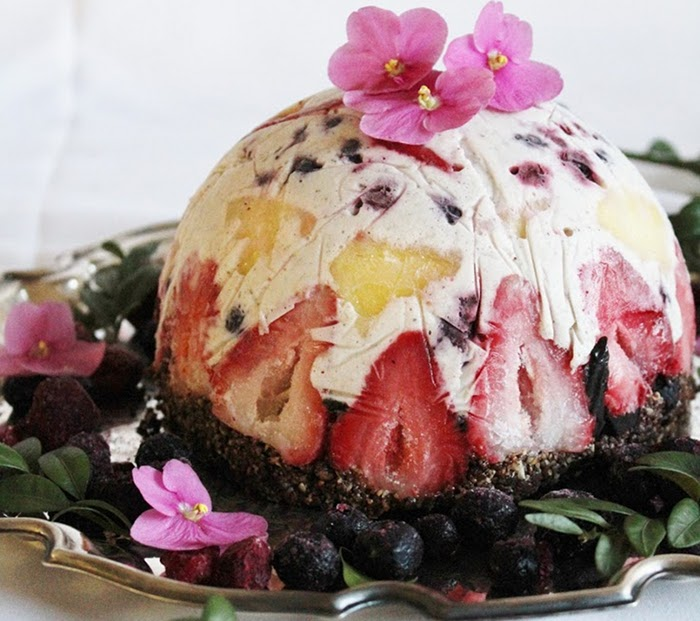 Сурова плодово-кокосова торта с брауни блат