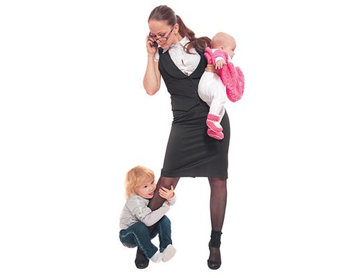 Обмислят майките с по-високи доходи да се връщат по-рано на работа