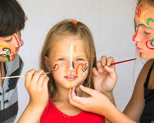 Деца от шест града рисуваха като първобитните хора