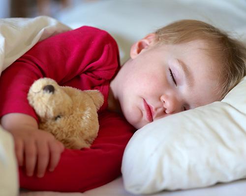 От колко сън се нуждаят децата в различните възрасти?