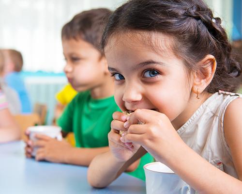 Децата и храната: 10 правила за родители