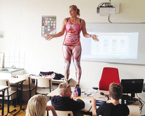 biology-teacher-spandex-anatomy-class-2