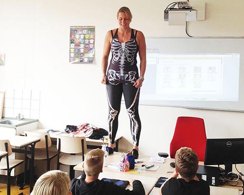 biology-teacher-spandex-anatomy-class-3
