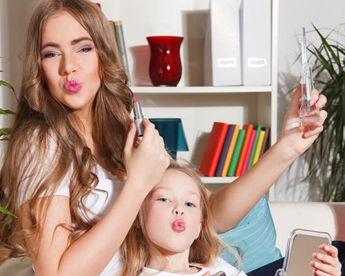 7 хитри трика за бърз ежедневен грим (за заети майки)