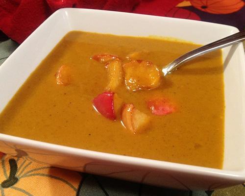 Тиквена супа с ябълкови крутони и къри за вегани (без глутен)