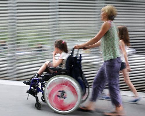 Високотехнологичен робот за рехабилитация на деца с церебрална парализа